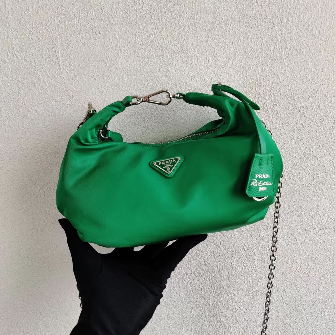 Prada Re-Edition 2005 nylon shoulder bag 1BH172 green